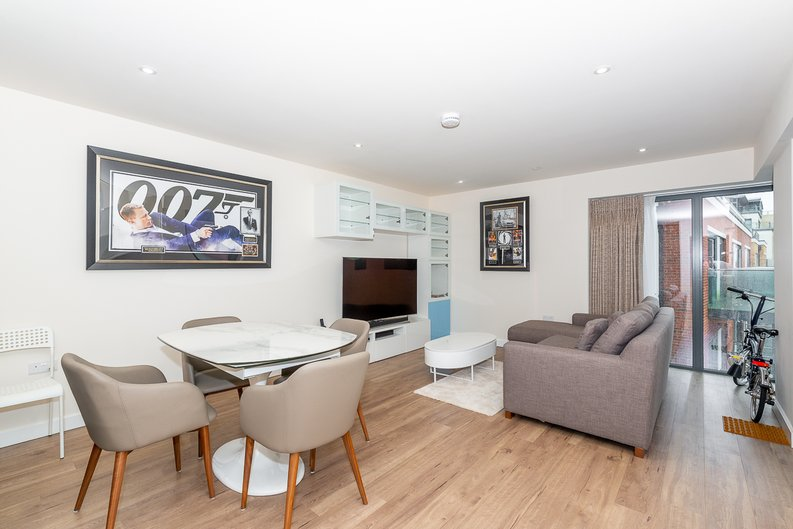 2 bedroom(s) apartment to sale in Argent House, Beaufort Park , London-image 5