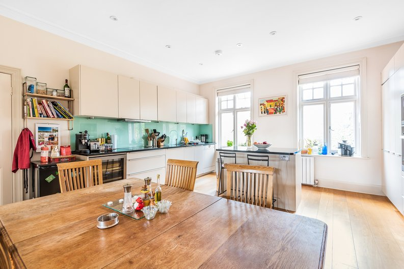 4 bedroom(s) apartment to sale in Bracknell Gardens, Hampstead, London-image 9