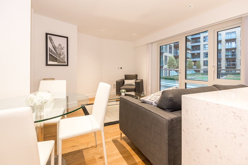 1 bedroom(s) apartment to sale in Fitzroy House, Dickens Yard, Ealing-image 3