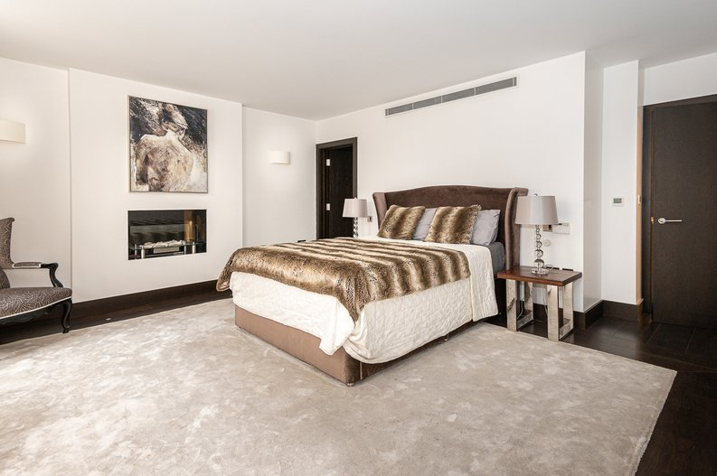 2 bedroom(s) apartment to sale in Park Street, Mayfair, London-image 13
