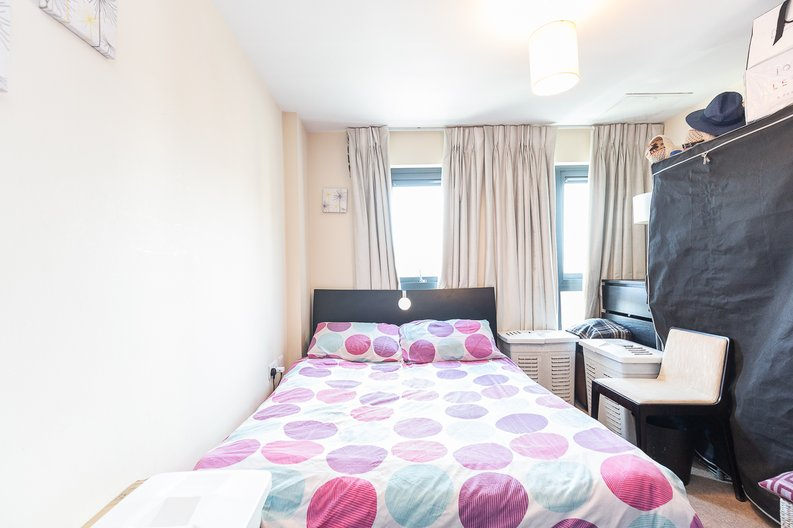 1 bedroom(s) apartment to sale in Warneford Court, Mannock Close, Colindale-image 4