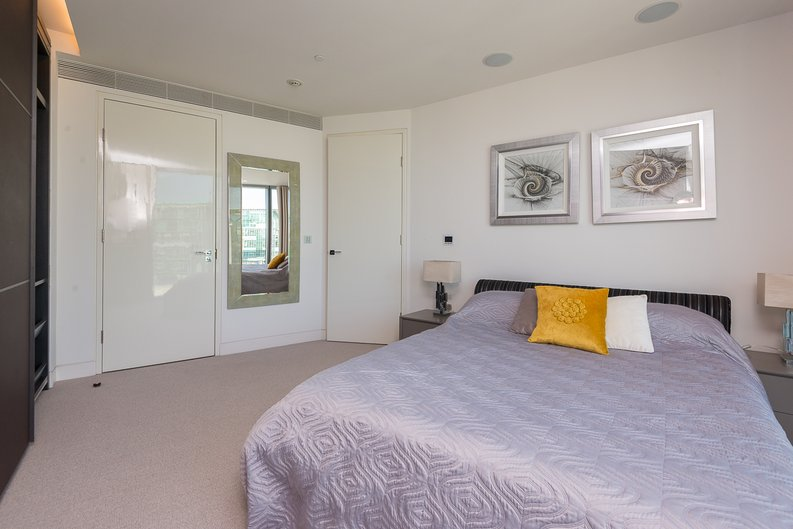 3 bedroom(s) apartment to sale in St George Wharf, Vauxhall, London-image 17