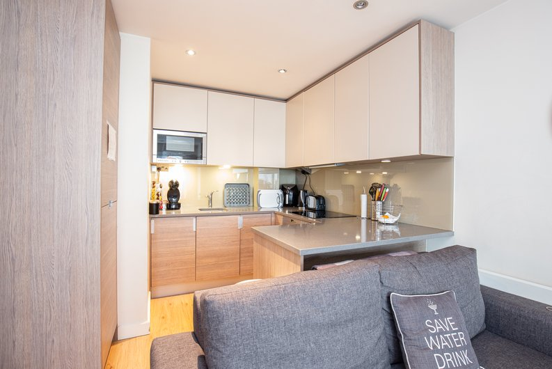 1 bedroom(s) apartment to sale in Croft House, 21 Heritage Avenue, Beaufort Park , Colindale-image 3