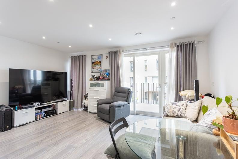 1 bedroom(s) apartment to sale in Moorhen Drive, London-image 1