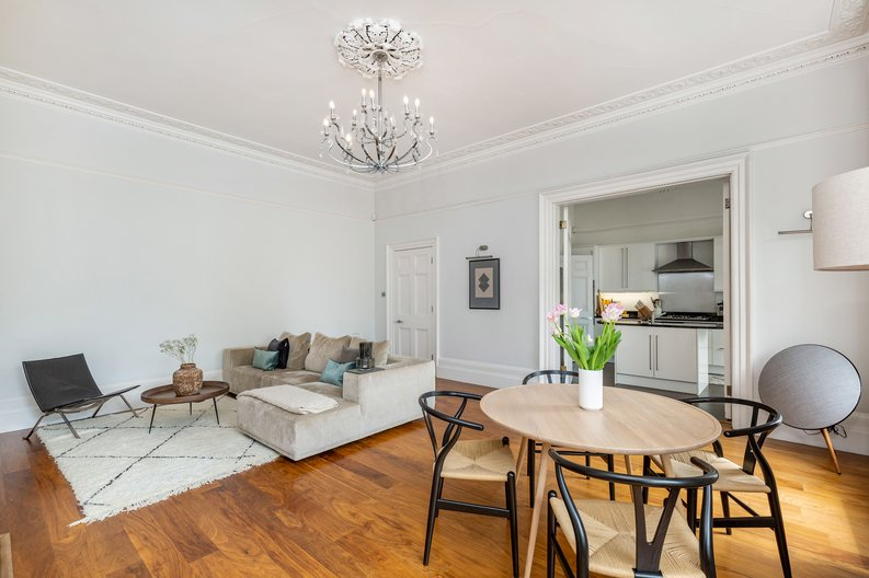 2 bedroom(s) apartment to sale in The Green, Surrey, Richmond-image 1