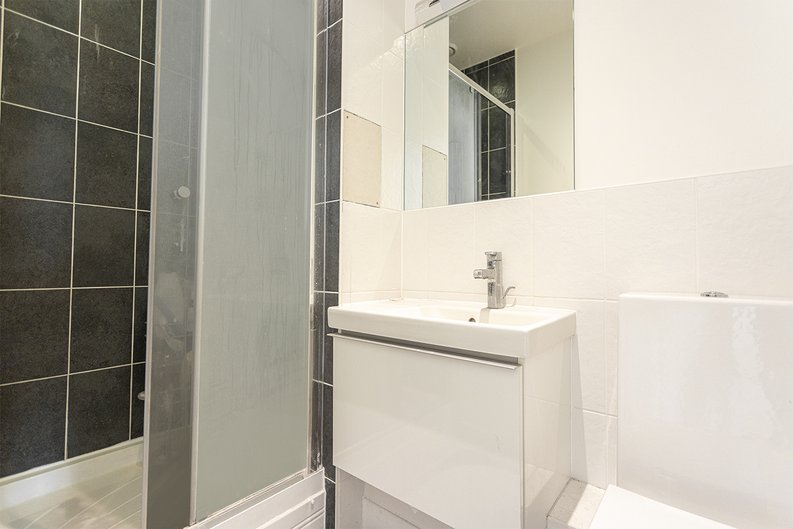 3 bedroom(s) apartment to sale in Sunflower Court, Seven Sisters Road, Finsbury Park, London-image 12