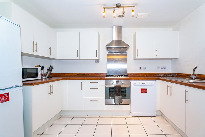 3 bedroom(s) apartment to sale in Annabel Close, Poplar, London-image 2