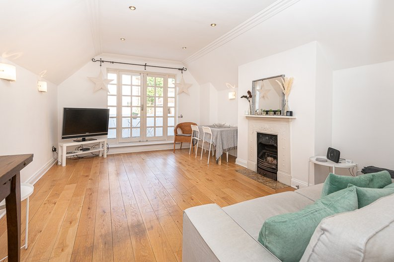 2 bedroom(s) apartment to sale in Hollycroft Avenue, Hampstead, London-image 2