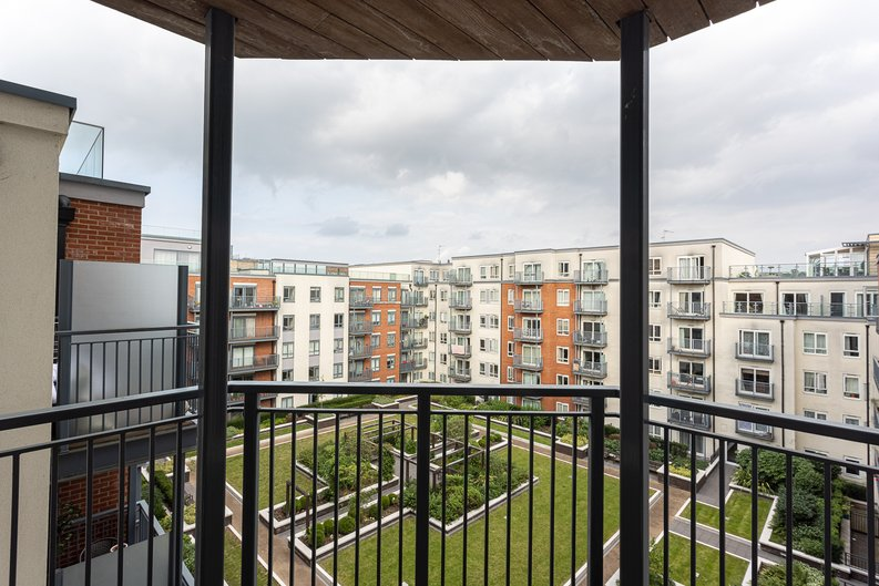 Studio apartment to sale in East Drive, Colindale, London-image 9