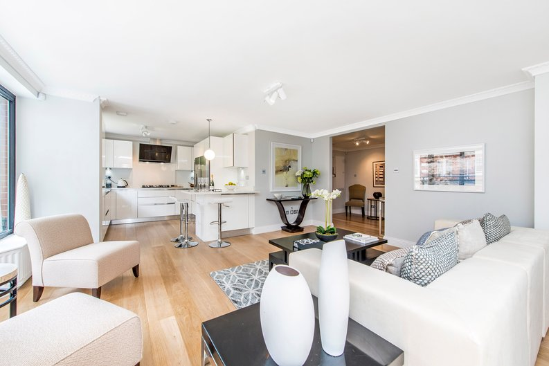 3 bedroom(s) apartment to sale in Drayton Gardens, Chelsea, London-image 16