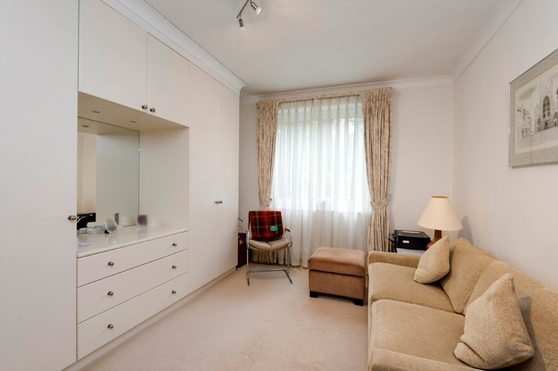 2 bedroom(s) apartment to sale in Broadlands Lodge, Broadlands Road, Highgate, London-image 7