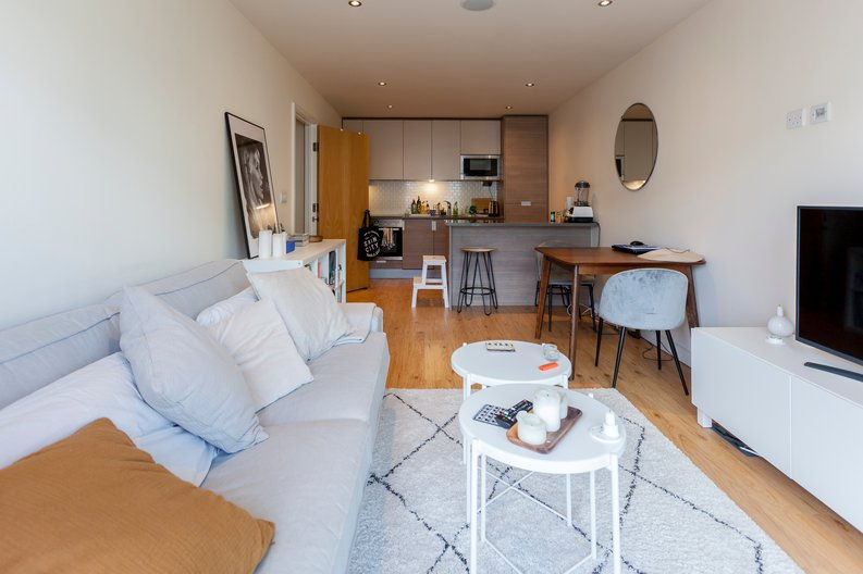 2 bedroom(s) apartment to sale in Croft House, 21 Heritage Avenue, Beaufort Park, Colindale-image 3