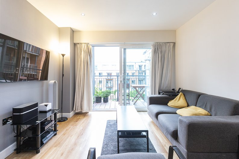 1 bedroom(s) apartment to sale in Cavendish House, Boulevard Drive, London-image 1