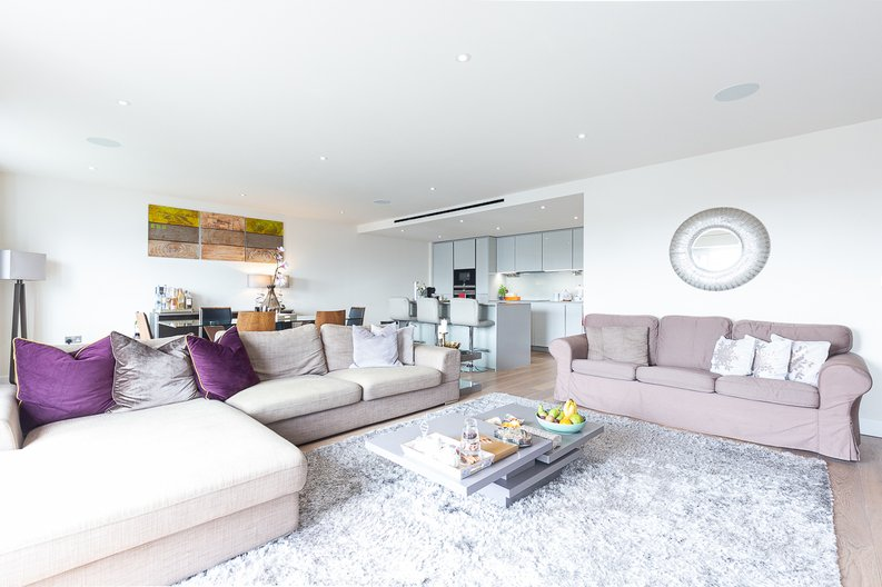 3 bedroom(s) apartment to sale in Golding House, Beaufort Square, Colindale-image 2