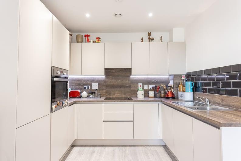 1 bedroom(s) apartment to sale in Moorhen Drive, London-image 2