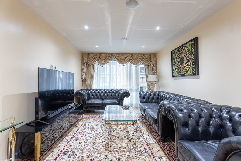2 bedroom(s) apartment to sale in Boulevard Drive, London-image 16