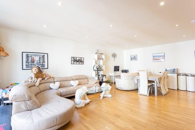 2 bedroom(s) apartment to sale in Roach Road, Hackney Wick, London-image 1