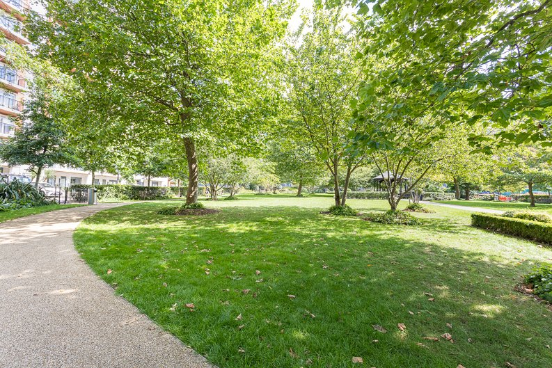2 bedroom(s) apartment to sale in Heritage Avenue, London-image 16