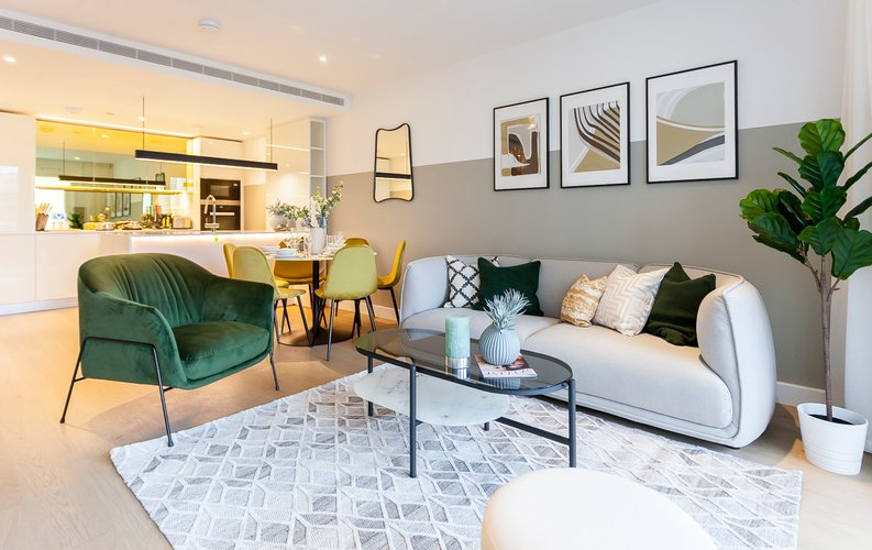 2 bedroom(s) apartment to sale in Fountain Park Way, London-image 1