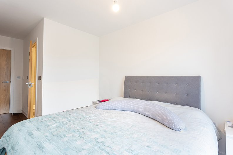 2 bedroom(s) apartment to sale in Lismore Boulevard, Colindale, Colindale Gardens, London-image 8