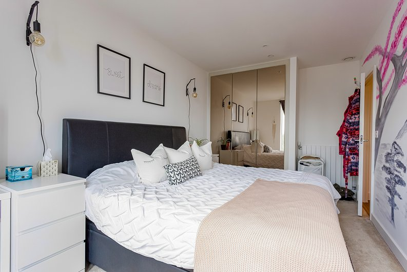 2 bedroom(s) apartment to sale in Victory Parade, Woolwich, London-image 10